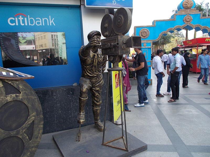 800px-IndianCinema100YearsGarudaMall_Cameraman