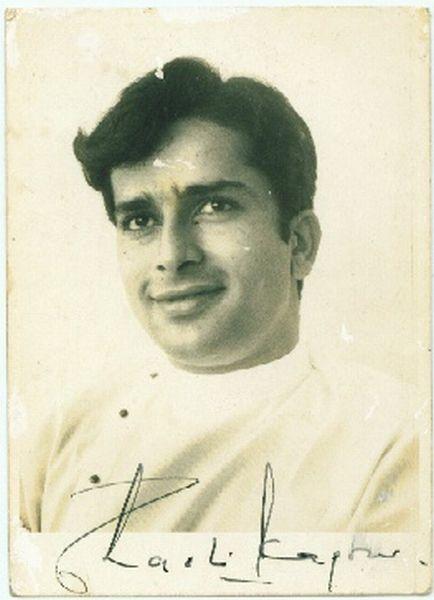 Signed_photo_of_Indian_actor_Shashi_Kapoor_(2)