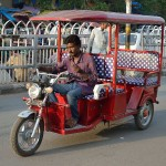 Toto_Rickshaw_-_Battery_Powered_Three-wheeler_-_Chandni_Chowk_Road_-_Delhi_2014-05-13_3515