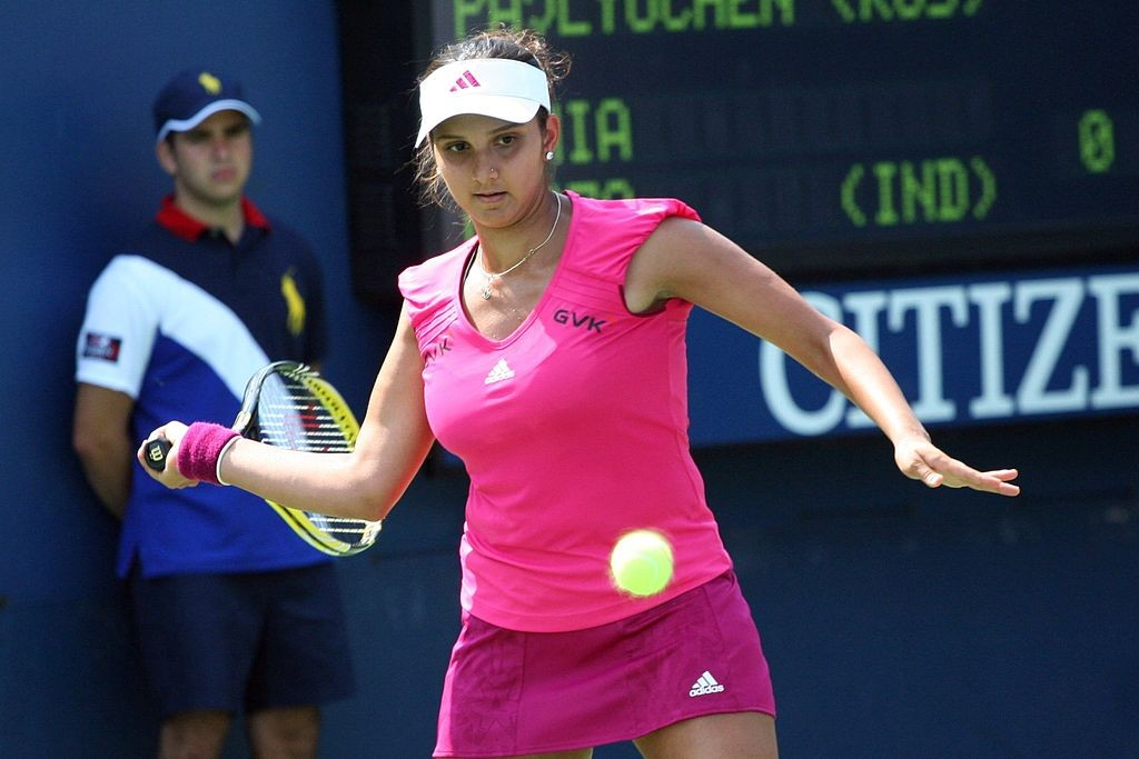 1024px-Sania_Mirza_at_the_2010_US_Open_01