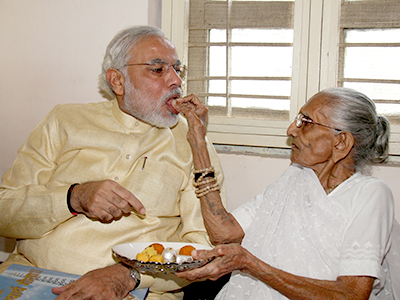 Narendra_Modi_seeks_his_mother's_blessings_on_his_birthday_on_17th_sept