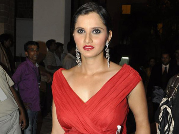 Sania_Mirza_at_Femina_Miss_India_2010_contest_(12)