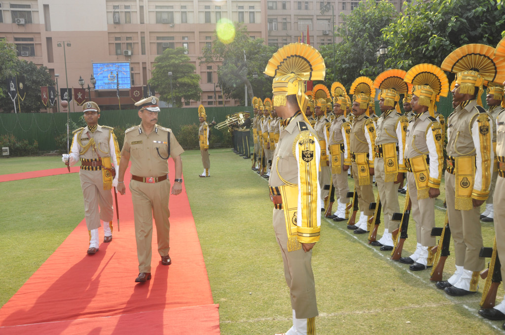 Shri Surender Singh,IPS, DG CISF reviewing the Guard of Honour at Force HQrs